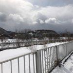春になったな〜と思ったらまた雪が積もりだす〜自宅周辺の散歩〜