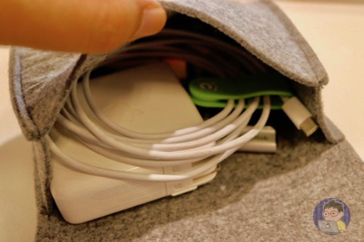 15インチ MacBook Proと常に持ち歩いているケーブルポーチの中身!