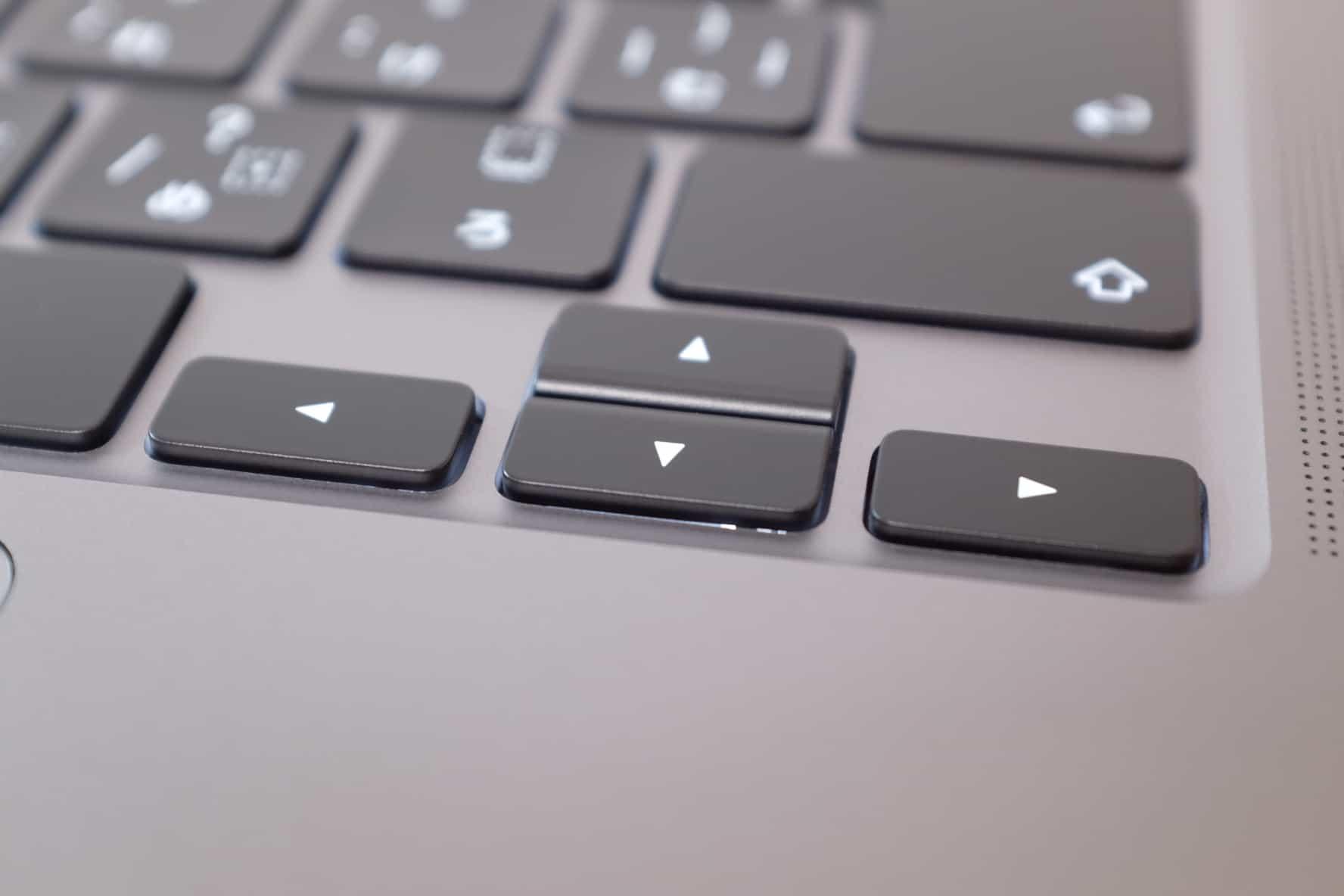 16インチ MacBook Pro,逆T字