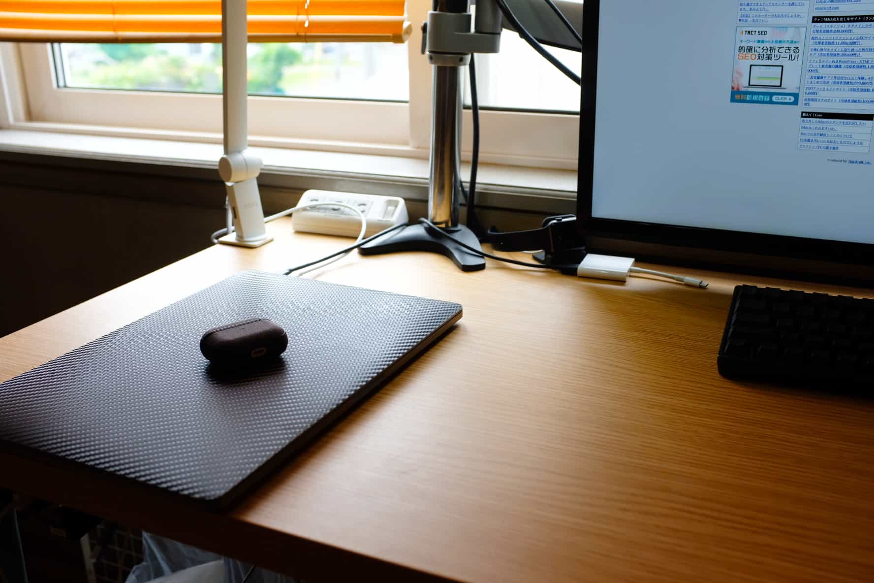 MacBookの縦置きスタンドを早く買わないと愛犬にMacBookをダメにされそうな話