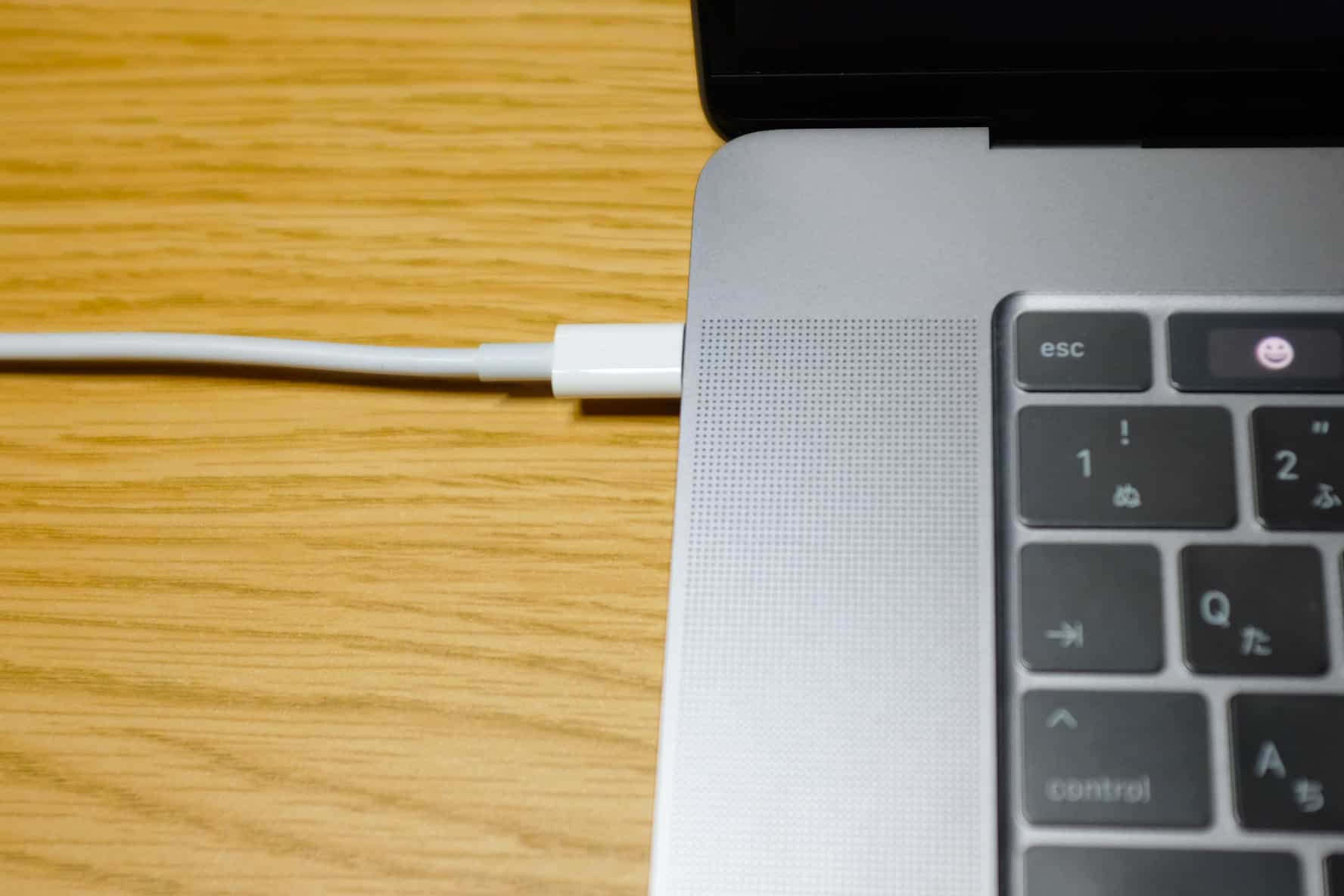 MacBookは充電しながら使う派?充電しながら使わない派??
