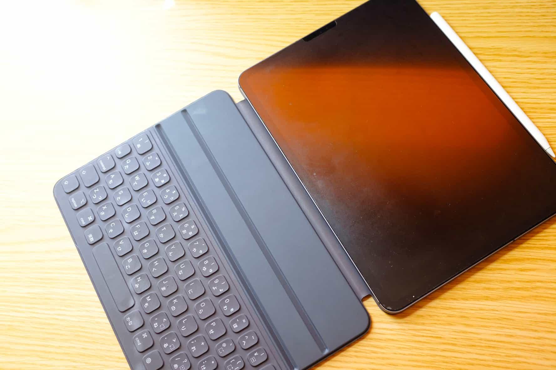 iPadって裸で使ってこそ最強のタブレットなんじゃないの?