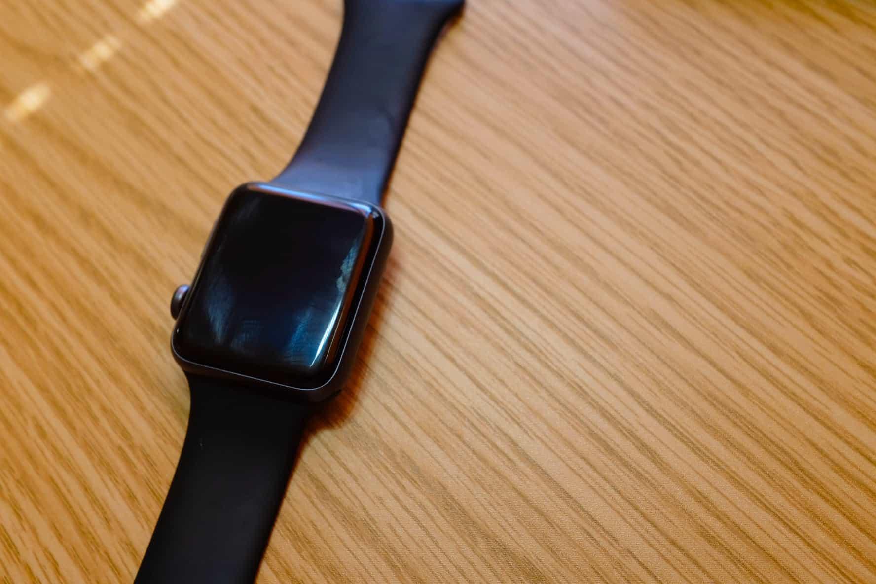 Apple Watch Series 3、よく見たらすげー傷だらけ