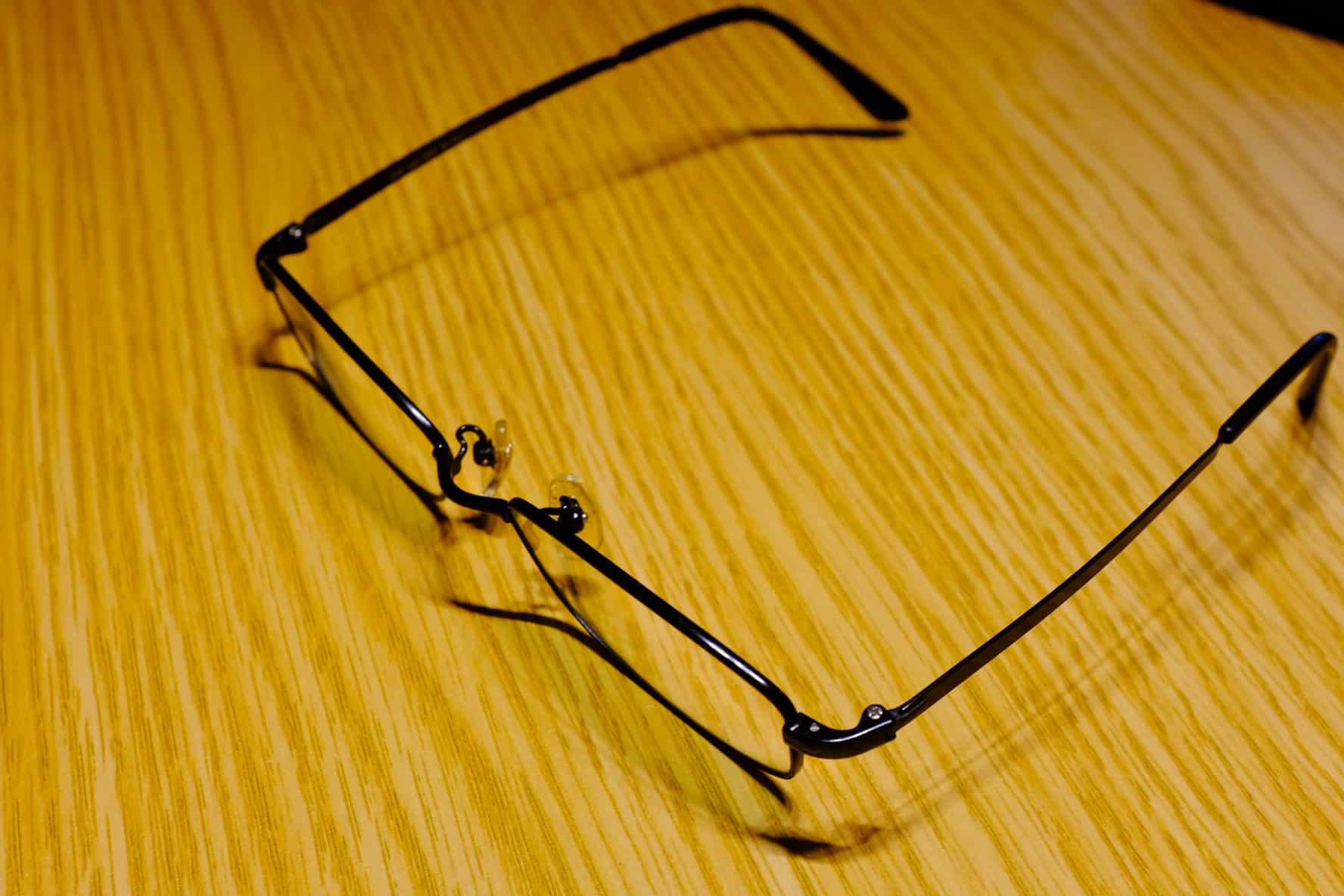 メガネをかけると頭がよくみえる(伊達メガネをかける理由)