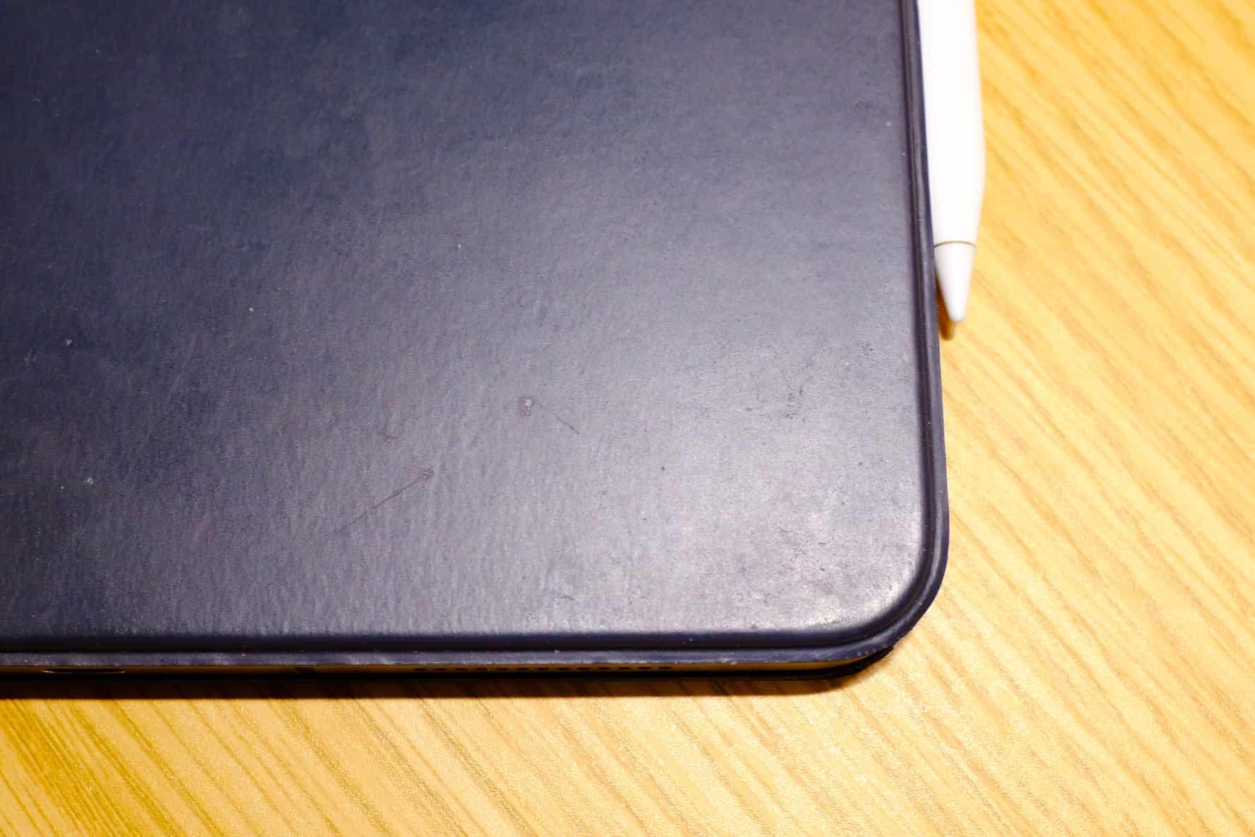 「Smart Keyboard Folio」がケースにもなるけど、さらにケースを用意した方がいい?
