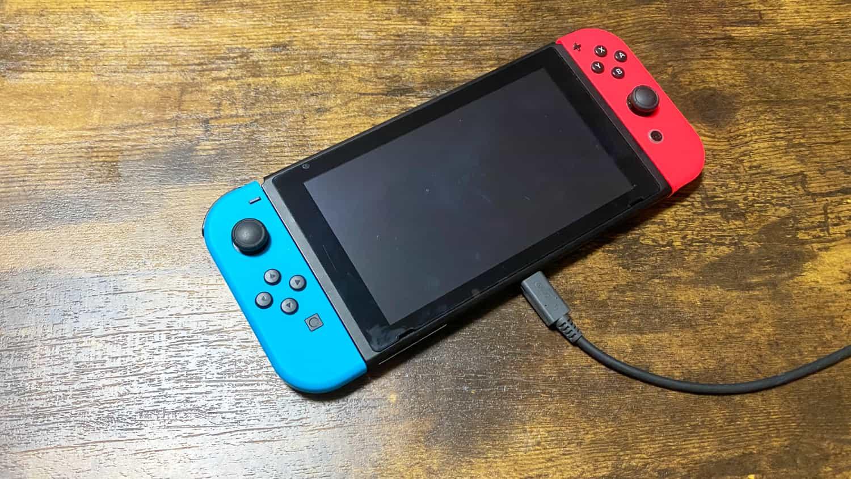 Nintendo Switch の画面が真っ暗。電源が入らないトラブルになりましたが、あることをして解決しました