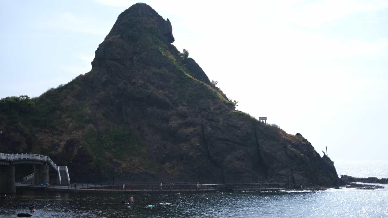 札幌から車で3時間!ペットと海沿いの散歩を楽しむことができる「盃海水浴場」にいってきました