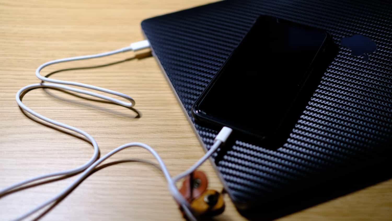 もうひとつのMacBookの可能性。それは巨大モバイルバッテリー